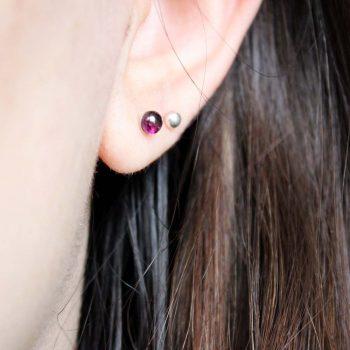 boucles d'oreilles grenat portées